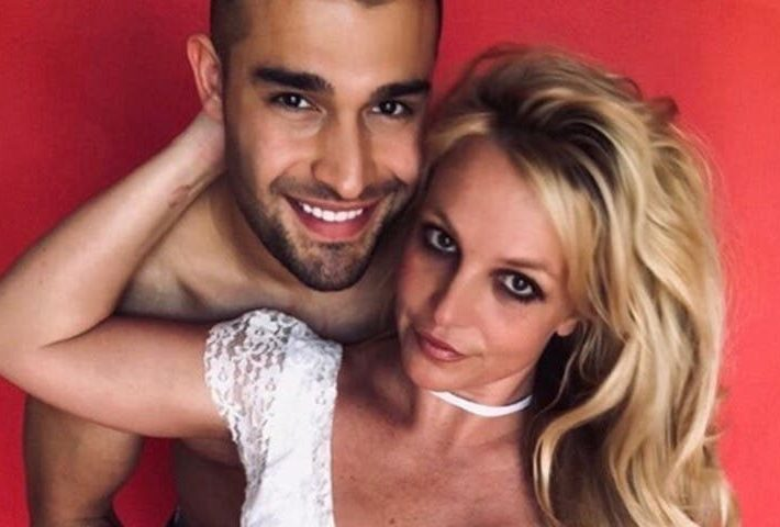 Sam Asghari no le pidió «permiso» al padre de Britney Spears para pedirle compromiso a la cantante